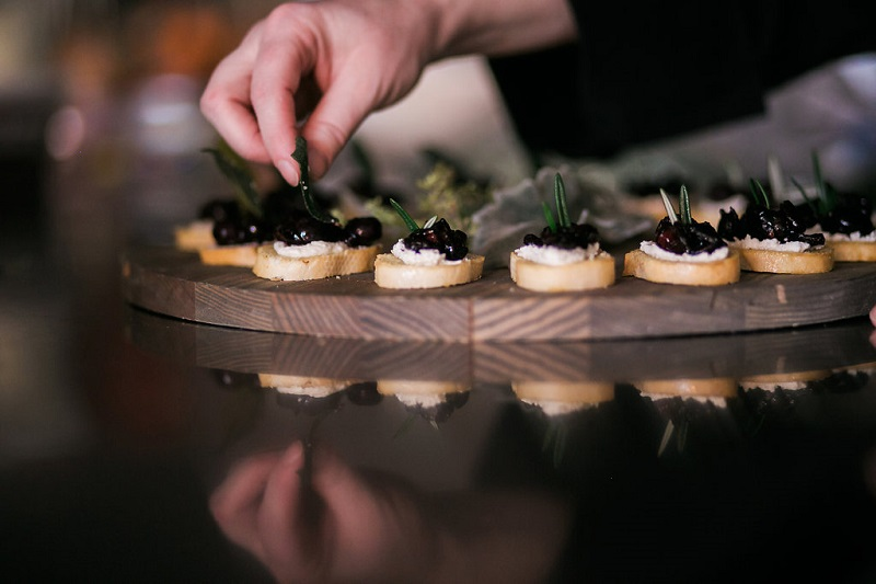 Dream Events and Catering in Nashville Holiday Recipe Blog Post Balsamic Roasted Blueberry Ricotta Crostini